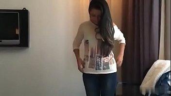 भारतीय किशोर लड़की चूसने मुर्गा