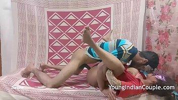 यंग इंडियन कपल रोमांटिक लव